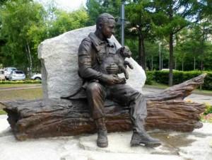 Памятник охотинспекторам